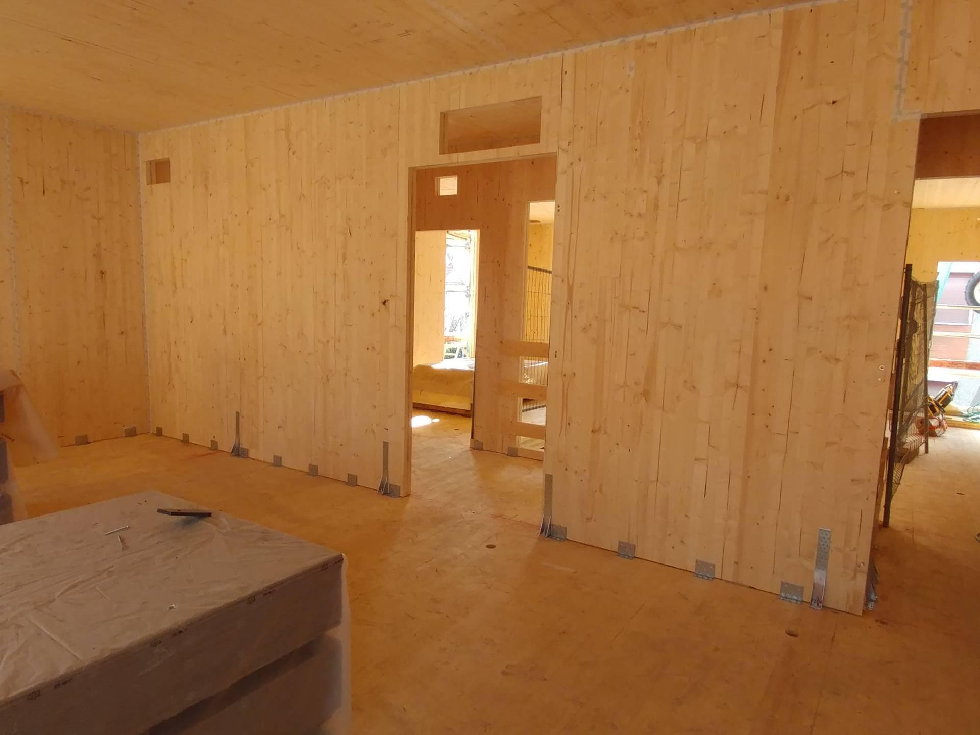 Interno-delledificio-in-pannelli-di-legno-XLam-durante-la-costruzione